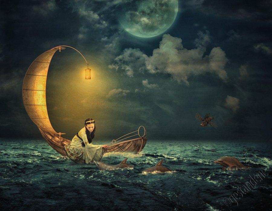 лодка полетела поперек реки скользя по вертящейся